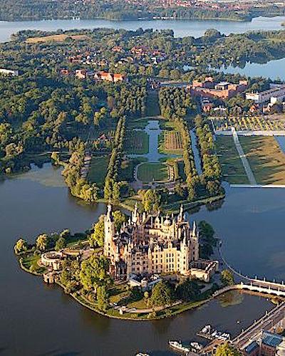 300px-schwerin_castle_aerial_view_island_luftbild_schweriner_schloss_insel_see